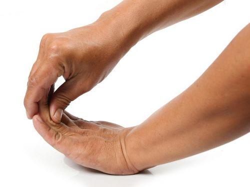 Mengobati Sakit Tangan Dengan Perawatan Chiropractic Rasa sakit yang terkait